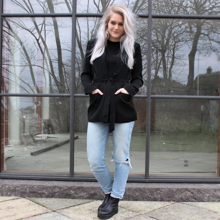musta pitkä jakku
